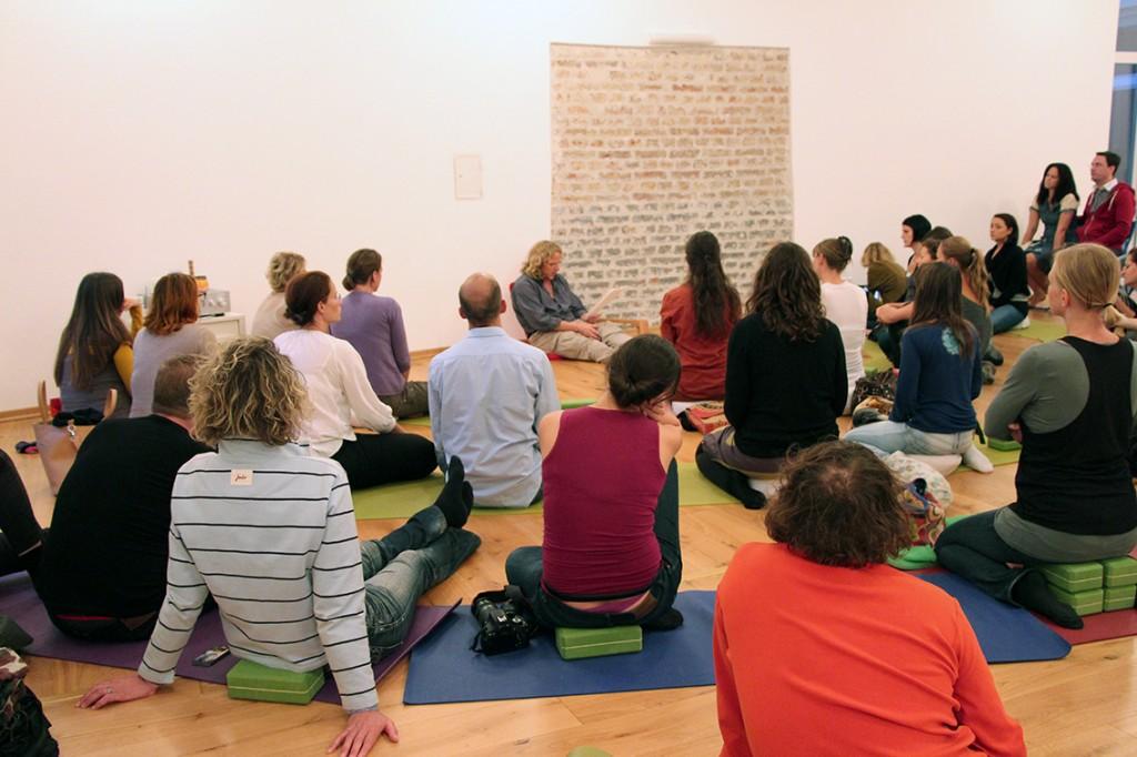 Yoga und Autorenlesung im Jivamukti Yogacenter in Wien