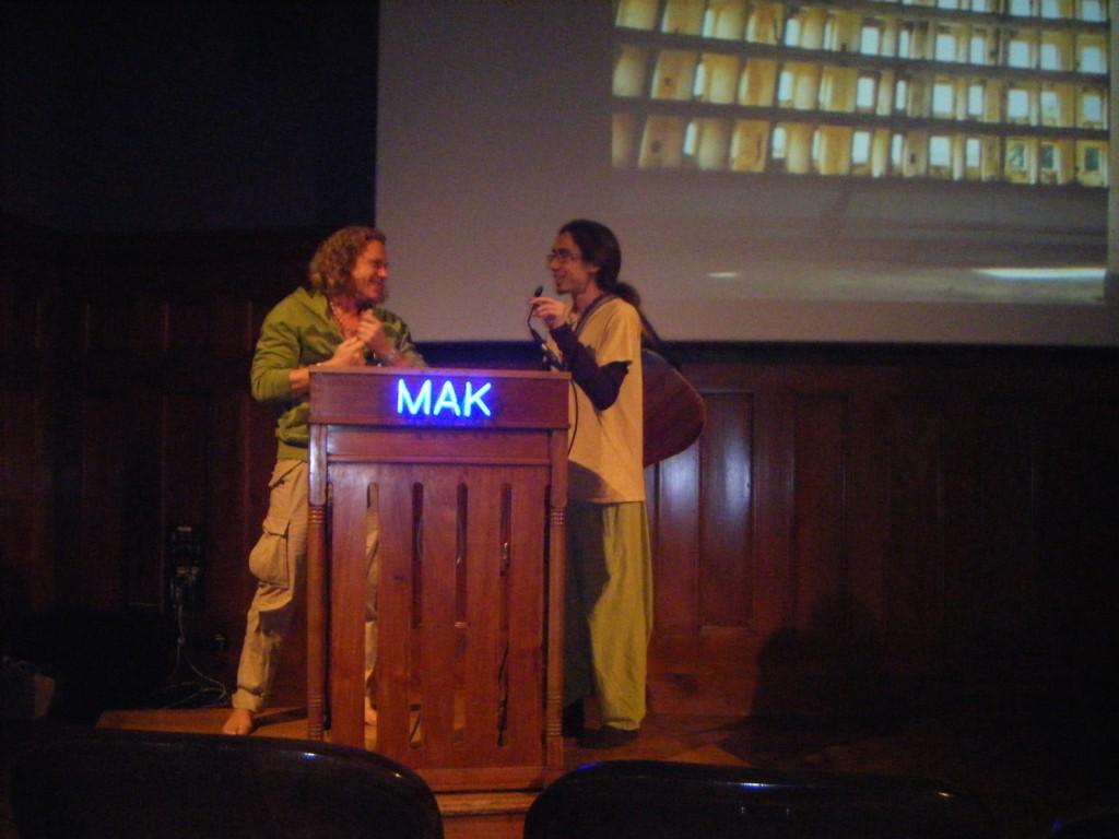 Gemeinsamens Mantra-Singen mit David Ma auf der Yogaplanet in Wien 2014